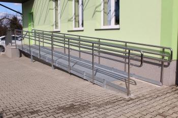 Szkoła w Gródku - wejście nr 1.