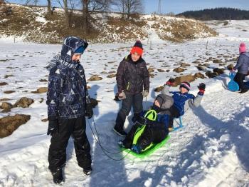 Zimowe zabawy na śniegu (2)