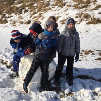 Zimowe zabawy na śniegu (7)