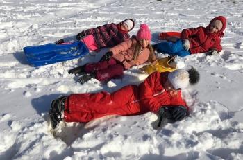 Zimowe zabawy na śniegu (11)