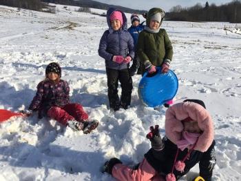 Zimowe zabawy na śniegu (14)