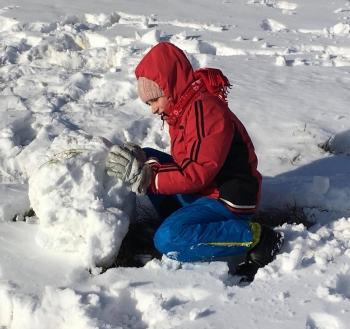 Zimowe zabawy na śniegu (15)