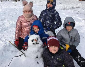 Zimowe zabawy na śniegu (16)