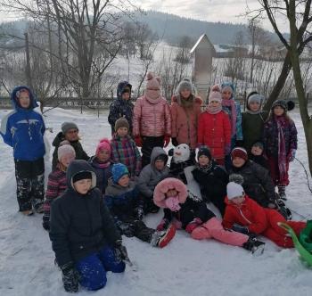 Zimowe zabawy na śniegu (17)