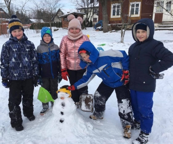 Zimowe zabawy na śniegu (18)