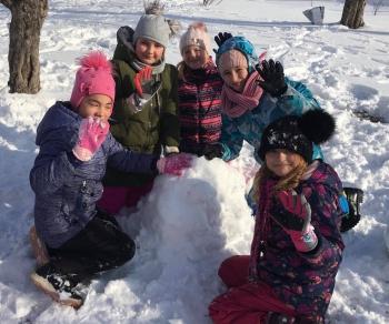 Zimowe zabawy na śniegu (21)