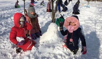 Zimowe zabawy na śniegu (24)