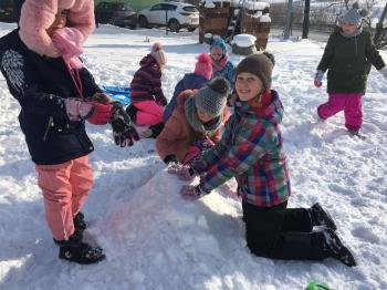 Zimowe zabawy na śniegu (23)