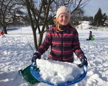 Zimowe zabawy na śniegu (27)