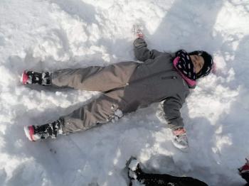 Zimowe zabawy na śniegu (29)