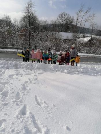 Zimowe zabawy na śniegu (28)