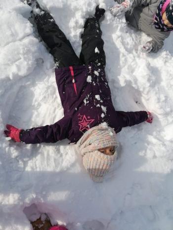 Zimowe zabawy na śniegu (30)