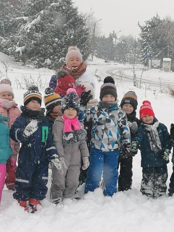Zimowe zabawy na śniegu (33)