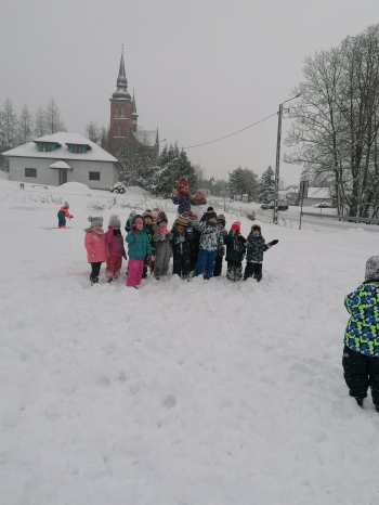 Zimowe zabawy na śniegu (38)