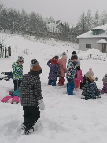 Zimowe zabawy na śniegu (41)