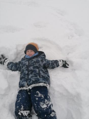 Zimowe zabawy na śniegu (43)