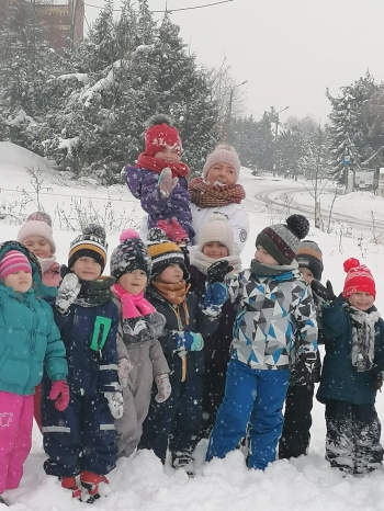 Zimowe zabawy na śniegu (42)