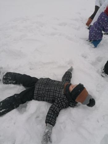 Zimowe zabawy na śniegu (44)
