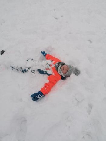 Zimowe zabawy na śniegu (47)