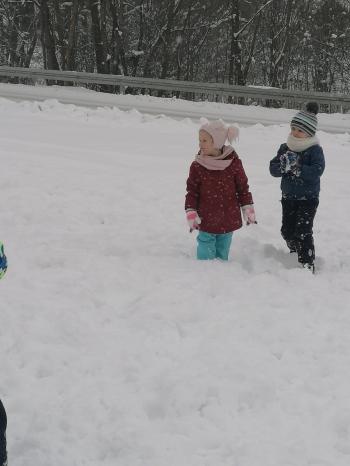 Zimowe zabawy na śniegu (48)