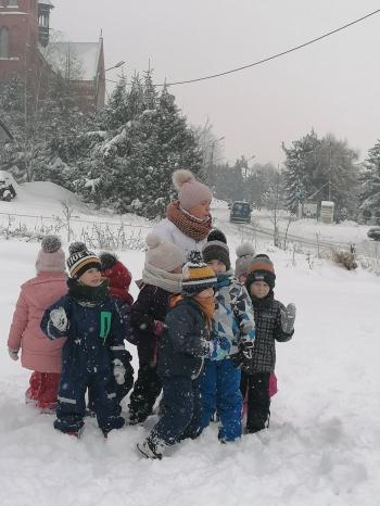 Zimowe zabawy na śniegu (50)