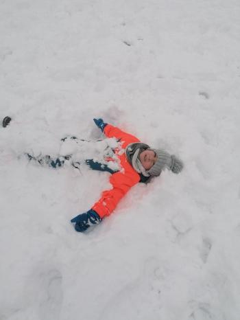 Zimowe zabawy na śniegu (51)