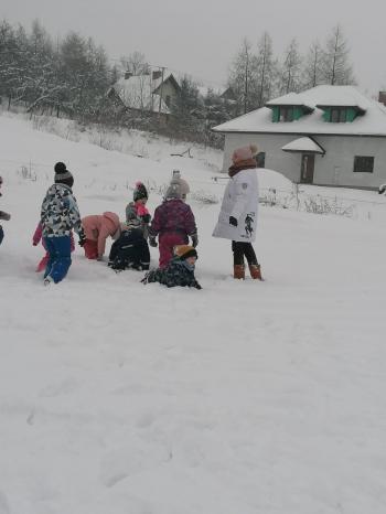 Zimowe zabawy na śniegu (53)
