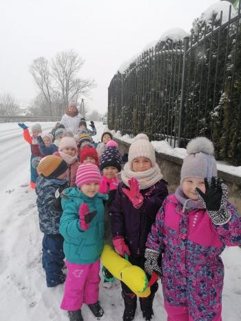 Zimowe zabawy na śniegu (52)